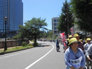 デモ行進3