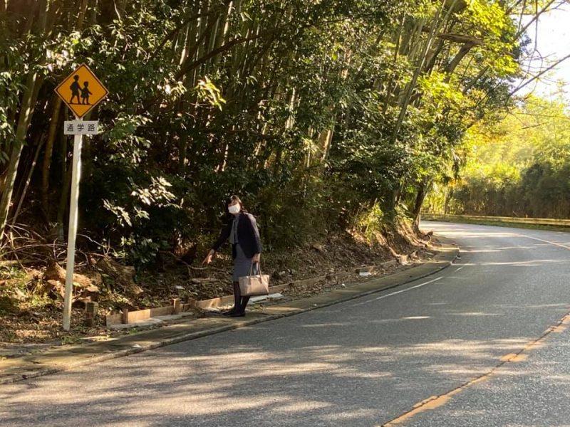 春頃に印旛土木事務所に改善を求めていた弥富小学校の通学路を改めて点検