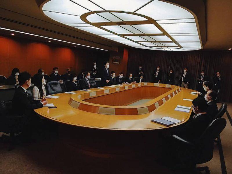 熊谷知事初議会で賛成討論/ 政策要望書を手交